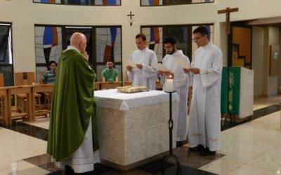 Candidatos ao diaconato fazem o Juramento de Fidelidade