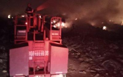 Incêndio no aterro sanitário cobre Iporá de fumaça