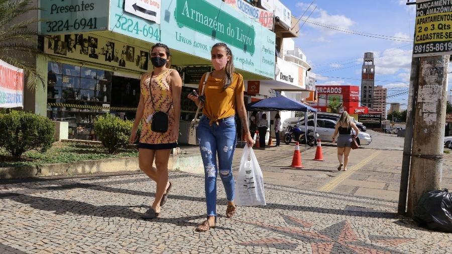 Covid-19 avança, e Goiás adota fechamento alternado de atividades não essenciais