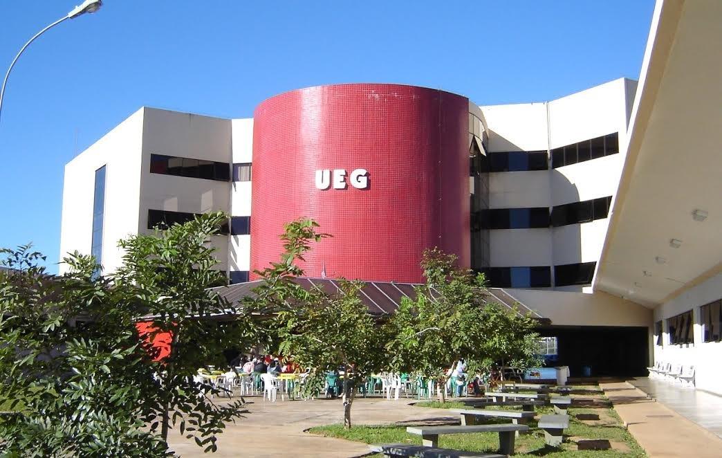 UEG abre editais de vestibular com 3.224 vagas