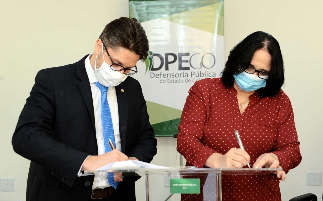 Goiás recebe duas Vans dos Direitos para atendimento da população mais vulnerável