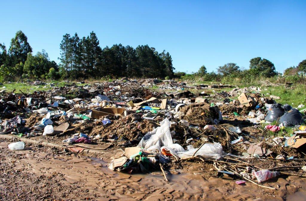 Quem Jogar lixo no corredor de acesso ao lixão em Caiapônia será multado