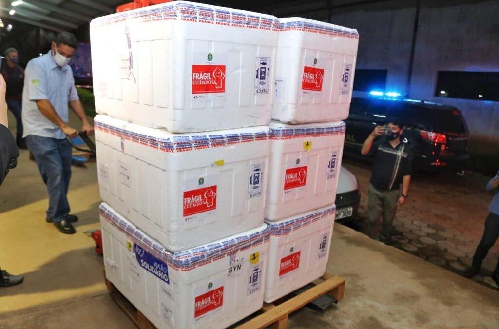 Goiás recebe oitavo lote com 134,4 mil doses de vacinas do Ministério da Saúde
