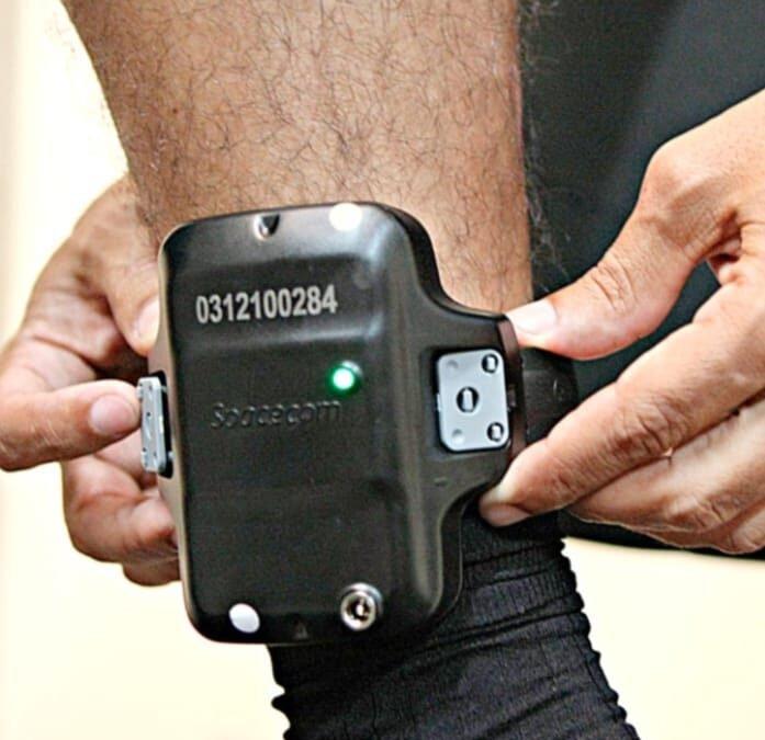 Projeto de lei do Governo de Goiás prevê que preso pague pela tornozeleira eletrônica